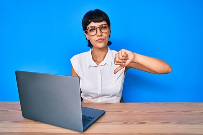unhappy woman laptop thumbs down